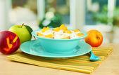 木製のテーブルの上のおいしいダイエット食品 — ストック写真