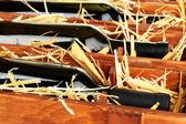Dřevěné pouzdro s lahví vína zblízka — Stock fotografie