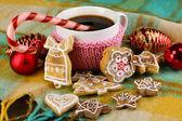 杯加上格子特写圣诞甜蜜的咖啡 — 图库照片