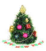 白で隔離される人工的なクリスマス ツリーの装飾 — ストック写真
