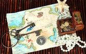 Koyu ahşap arka plan hazineleri haritası — Stok fotoğraf