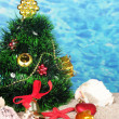 Christmas tree on sand in beach — Stock fotografie