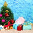 Christmas tree on sand in beach — Stockfoto