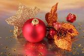 Decoración de la navidad en fondo claro — Foto de Stock