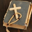 Bible, rosary and cross on wooden table close-up — Foto de Stock