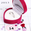 Notes on the calendar (valentines day) and wedding ring, close-up — Stock Photo #18605621