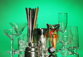 Cocktail shaker and glasses on color background — Stock Photo