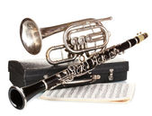 Antique trumpet, clarinet and case isolated on white — Stock Photo