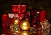 Christmas decoration and gift boxes on dark background — 图库照片