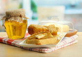 White bread toastwith honey on plate in cafe — Stock Photo