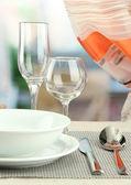 De instelling van de tabel bij restaurant — Stok fotoğraf