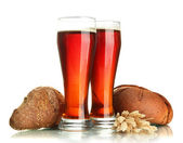 Two glasses of kvass and rye breads with ears, isolated on white — Stock Photo
