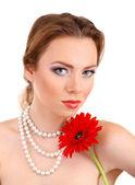 美丽的年轻女子用明亮的化妆品,持有孤立在白色的花 — 图库照片