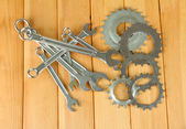 Metal cogwheels and spanners on wooden background — Zdjęcie stockowe