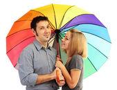 Couple d'amoureux avec parapluie isolé sur blanc — Photo