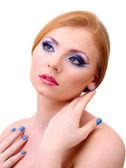 Krásná mladá žena s glamour make-upu a manikúru, izolované na bílém — Stock fotografie