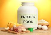 粉末状のタンパク質や蛋白質を黄色の背景と食品の jar ファイル — ストック写真