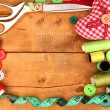 Sewing accessories and fabric on wooden table close-up — Stok fotoğraf