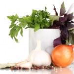 malzemeler ve baharat üzerine beyaz izole yemek pişirmek için — Stok fotoğraf