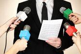 Conferentie vergadering microfoons en zakenman — Stockfoto