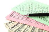 Billetes de lotería con pluma y dinero, aislado en blanco — Foto de Stock