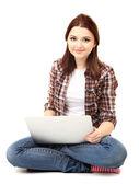 Schöne junge frau mit laptop isoliert auf weiss — Stockfoto