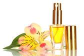Perfume das mulheres na bela garrafa com a flor isolada no branco — Foto Stock