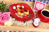 Breakfast in bed on Valentine's Day close-up — Photo