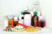 Medical bottles and pills on shelf — Foto Stock