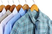 Košile s vazbami na ramínka izolovaných na bílém — Stock fotografie
