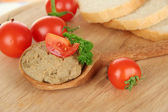 Composition of fresh pate, tomatoes and bread, on bright background — Stok fotoğraf