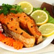 Appetizing grilled salmon with lemon and vegetables close up — Stock Photo
