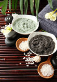 Composition with cosmetic clay for spa treatments, on bamboo background — Foto Stock