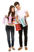 Giovane coppia shopping e tiene molte borse shopping isolati su bianco — Foto Stock