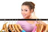 молодая девушка, покупка одежды, изолированные на белом фоне — Стоковое фото