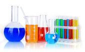 Test tüpleri ile üzerine beyaz izole renkli sıvı — Stok fotoğraf