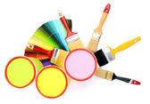 设置绘画: 油漆罐、 画笔、 孤立在白色的调色板 — 图库照片