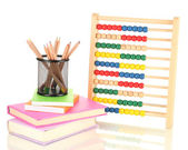 Parlak ahşap oyuncak abacus, kitap ve üzerinde beyaz izole kalem — Stok fotoğraf