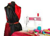 Naaimachine, pop en andere naaien apparatuur geïsoleerd op wit — Stockfoto