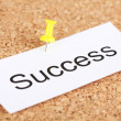 Push pin on paper with word success on cork board — Stock Photo