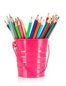 Lápis coloridos no balde isolado no branco — Fotografia Stock