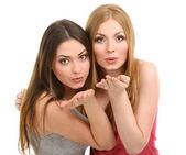 Dos amigas abrazando aisladas en blanco — Foto de Stock