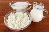 Ahşap zemin üzerinde süt ürünleri — Stok fotoğraf