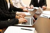 Fechar das mãos de negócios durante o trabalho em equipe — Fotografia Stock