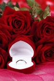 Beau bouquet de roses en gros plan de tissu rose — Photo