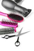Tara fırçalar, saç kurutma makinesi ve üzerinde beyaz izole kesme makası — Stok fotoğraf