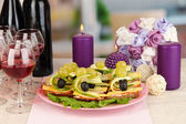 Canapes and wine in restaurant — Stock Photo
