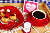 Breakfast in bed on Valentine's Day close-up — Foto de Stock