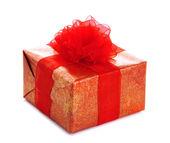 Heldere cadeau met strik geïsoleerd op wit — Stockfoto