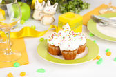 Easter cupcakes on Easter table close-up — Stock Photo